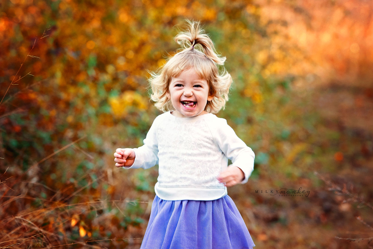 maryland-family-photographer-fall-colors-little-girl-smiles