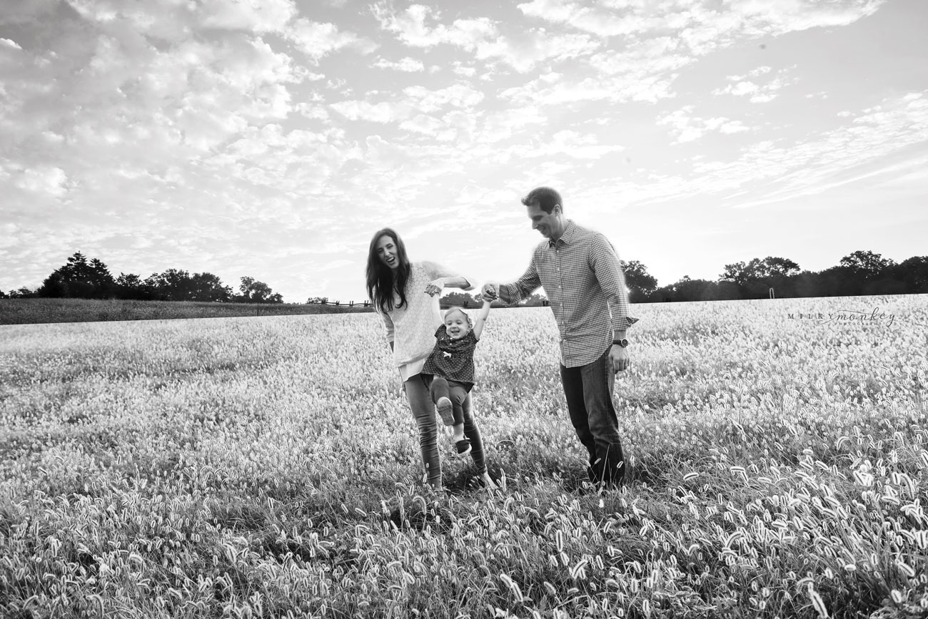 maryland-family-photographer-family-at-farm-in-grass