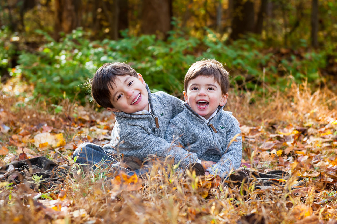 maryland-family-photographer-rockville-brothers-fall-milky-monkey-photography