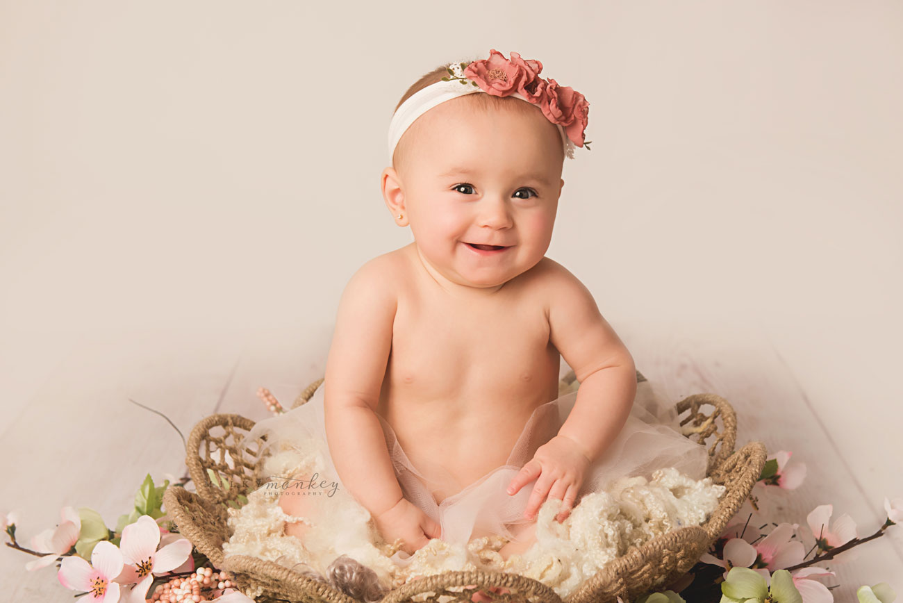 maryland-baby-photographer-6-month-girl-portraits-flowers-tutu